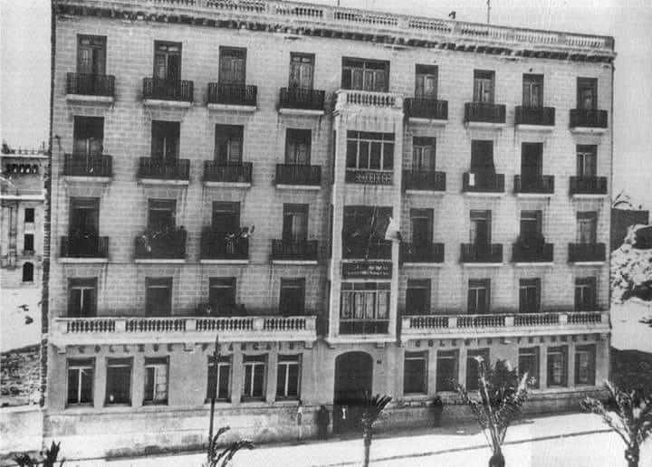 Paseo de Marvá en los años 60 del siglo XX con el edificio del colegio de la Institución Teresiana